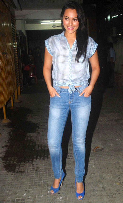 Sonakshi Sinha in Blue Denims at Ready Screening