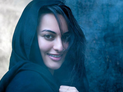 Bollywood Actress Sonakshi Sinha sexy pics