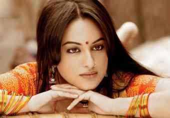 Sonakshi Sinha sizzling hot sexy look