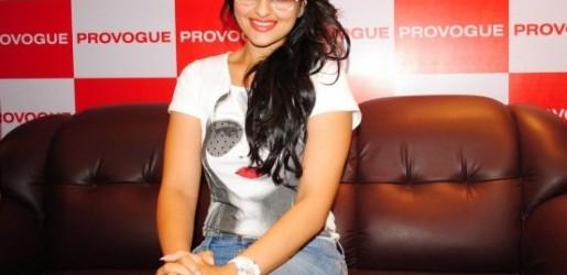 Sonakshi Sinha hot in provogue showroom launch