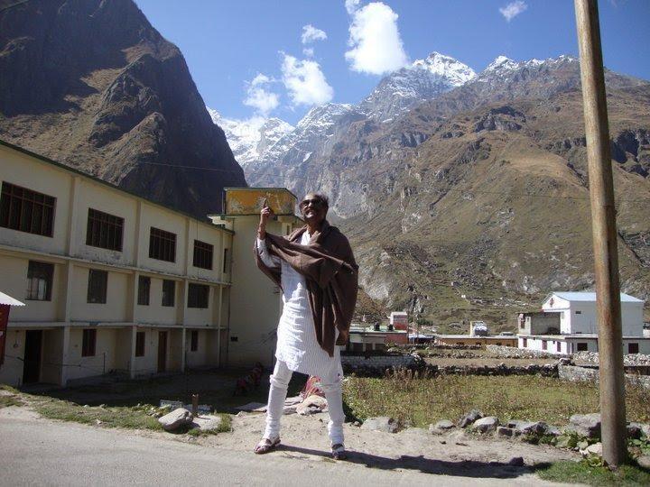 Rajinikanths Himalayan trip latest pictures