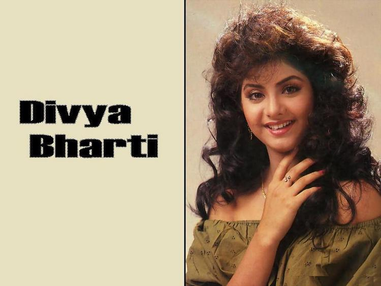 Divya Bharti sweet wallpaper