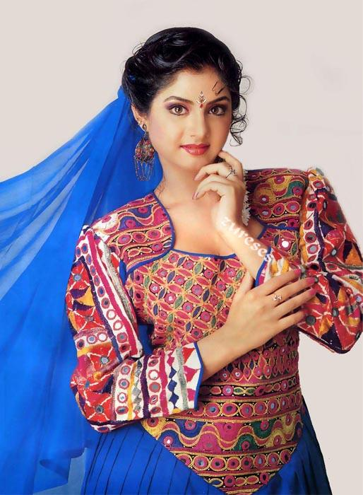 Divya Bharti simple look wallpaper