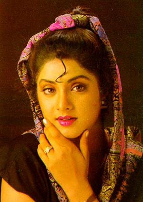 Divya Bharti best wallpaper