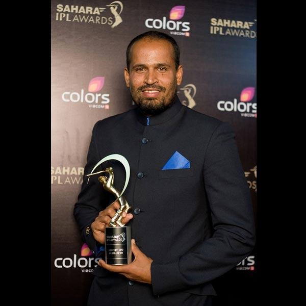 Yusuf Pathan with Sahara IPL Award for scoring the Fastest 100 of IPL