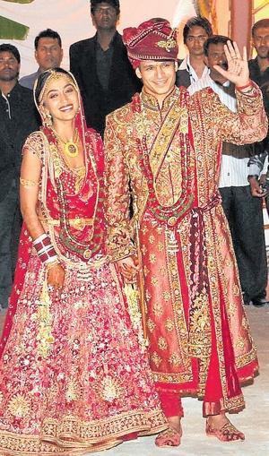 wallpaper of New Bollywood couple Vivek Oberoi and Priyanka Alva