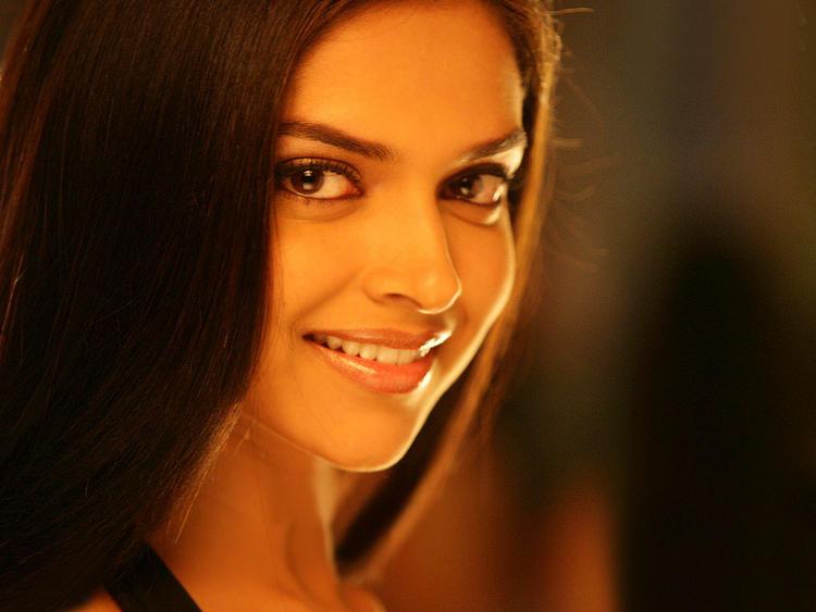 Deepika Padukone with sexy smile