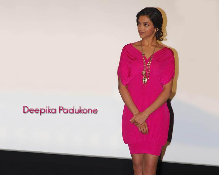 Deepika Padukone amazing dress wallpaper