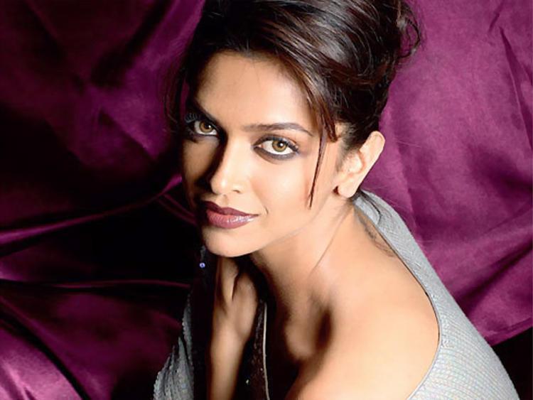 Deepika Padukone Glazing eyes look