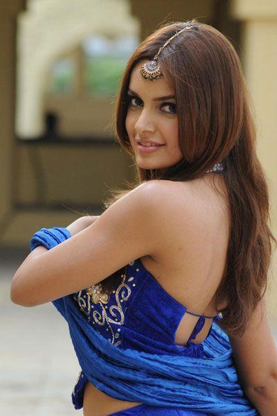 Shazahn Padamsee sexy backside pictures
