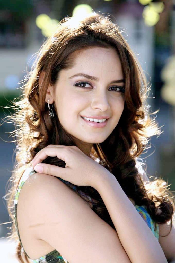 Shazahn Padamsee sexy smile pics