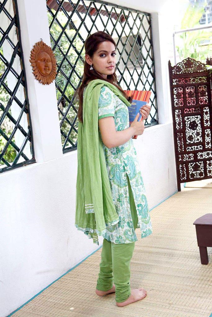 Shazahn Padamsee in salwar suit