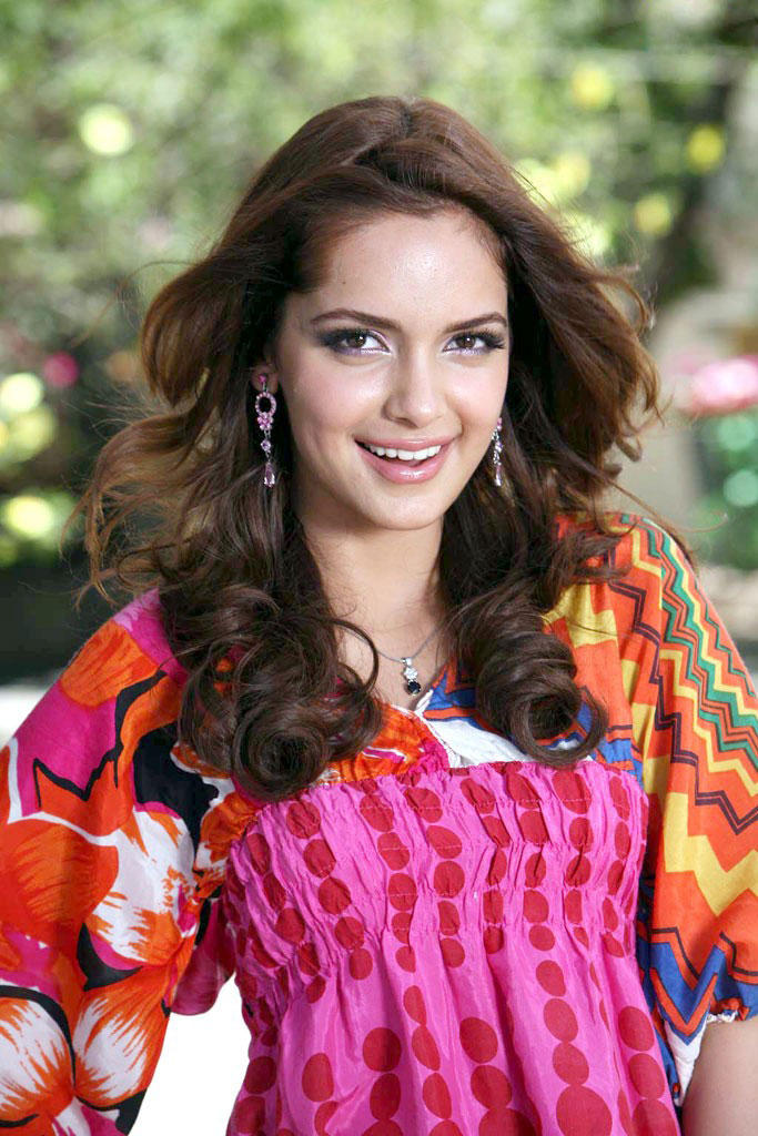 Shazahn Padamsee cute hot stills