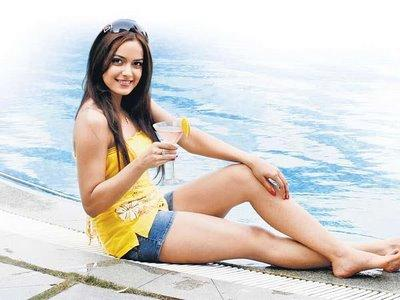 Rocket singh actress Shazahn Padamsee