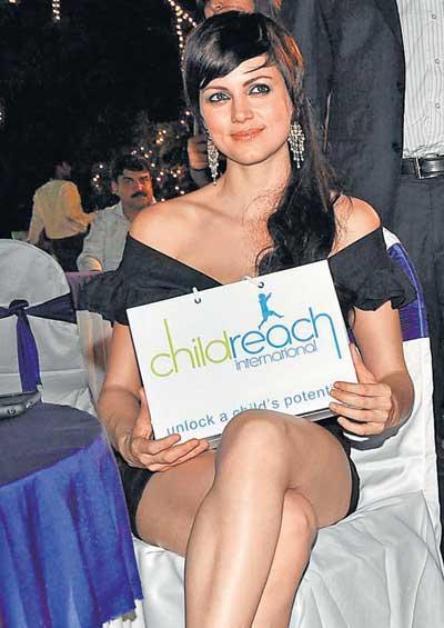 Yana Gupta sans panty pics