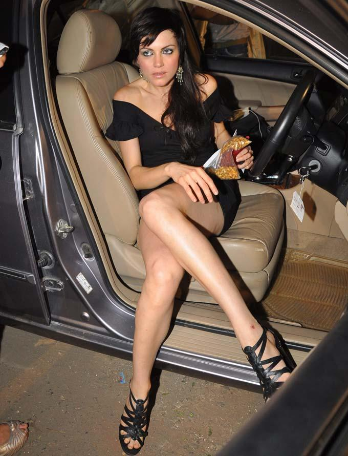 Yana Gupta sexy legs poses hot