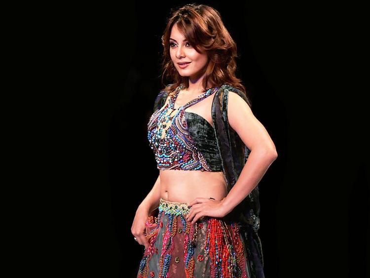 Minissha Lamba beautiful dress pics