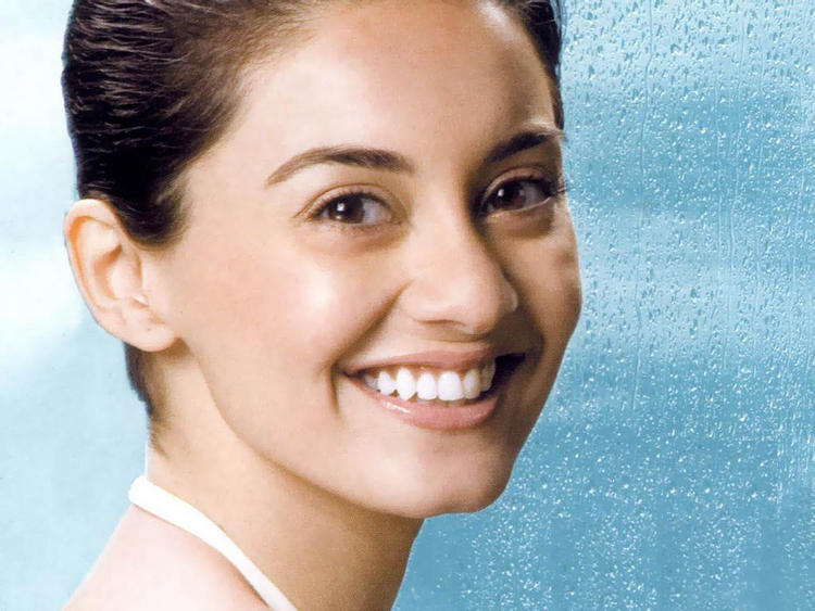Minissha Lamba cute smile wallpaper