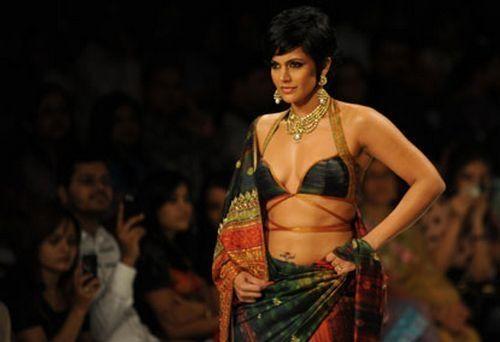 Mandira Bedi in sexy saree pics