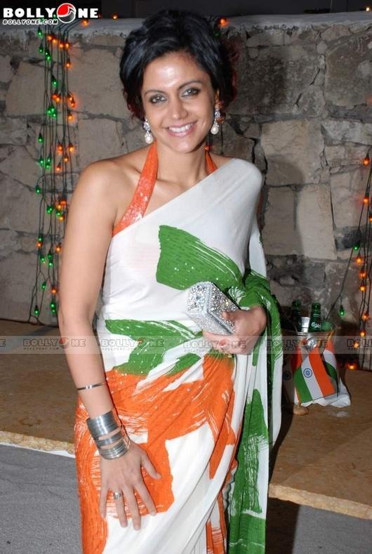 Mandira Bedi looking sexy in saree