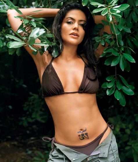 Hot bikini babe Mandira Bedi pics