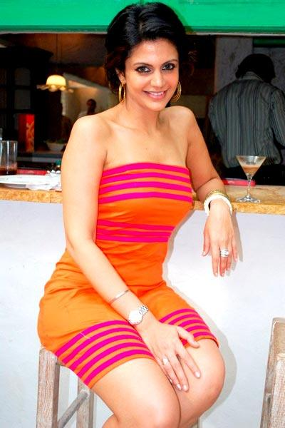 Mandira Bedi in sexy tight skirt