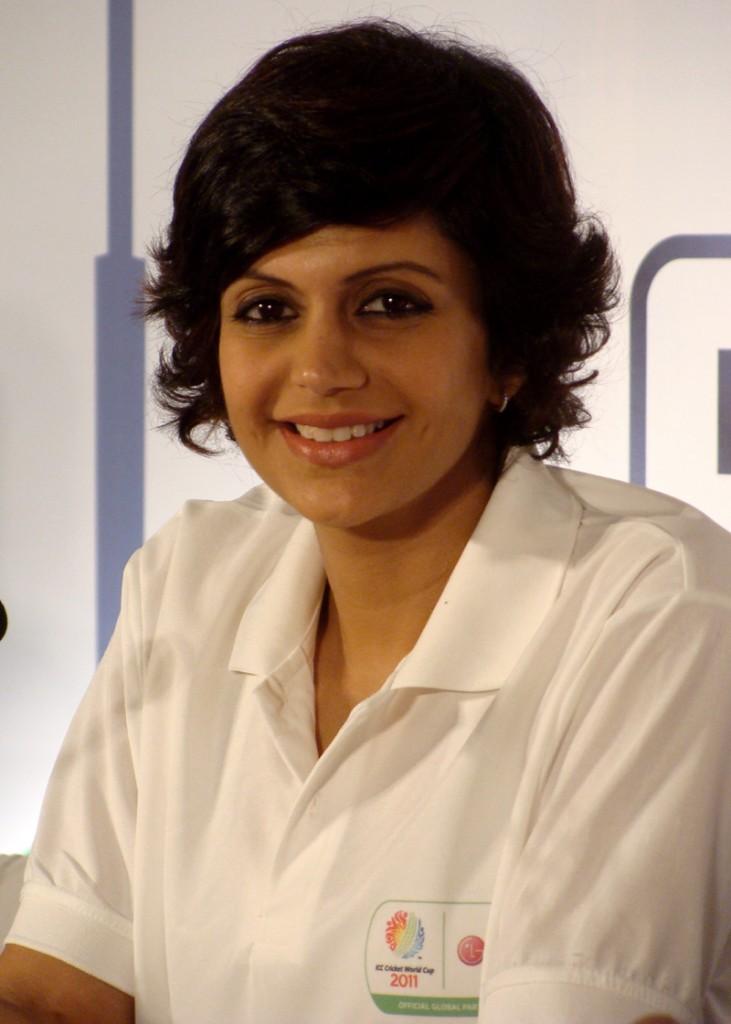 Mandira Bedi sexy smile pics
