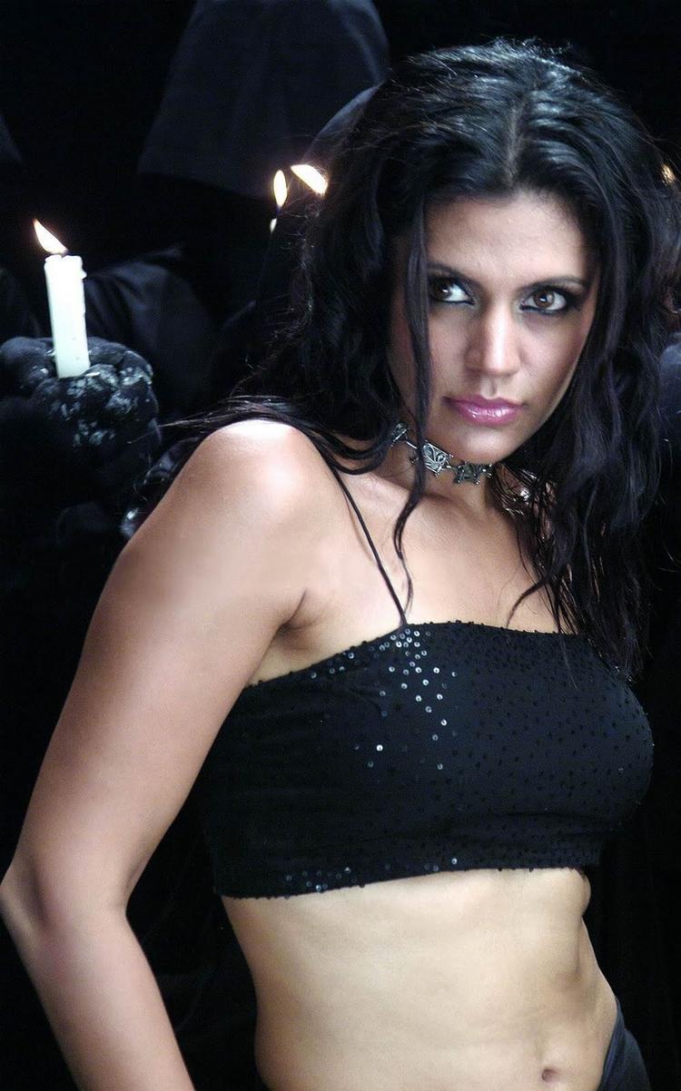 Mandira Bedi sexy navel show