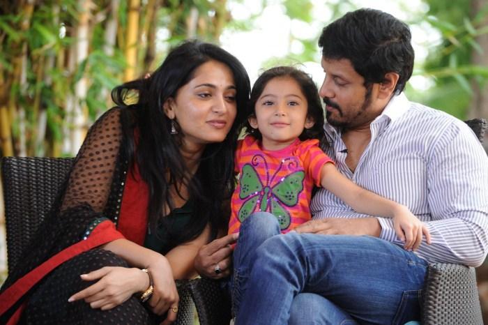 Deiva Thirumagan movie anushka vikram and sara photos