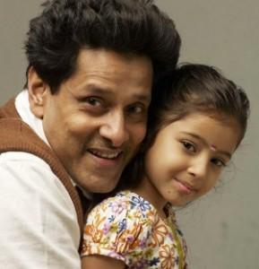Deiva Thirumagal movie vikram and sara happy photos