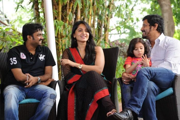Deiva Thirumagal movie press meet anushka vikram sara pictures
