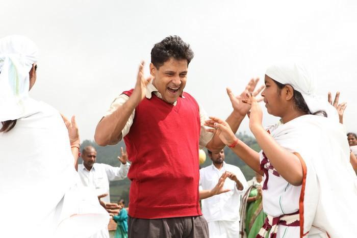 Deiva Thirumagal vikram happy stills