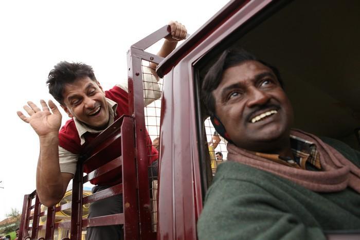Deiva Thirumagal movie vikram truck stills