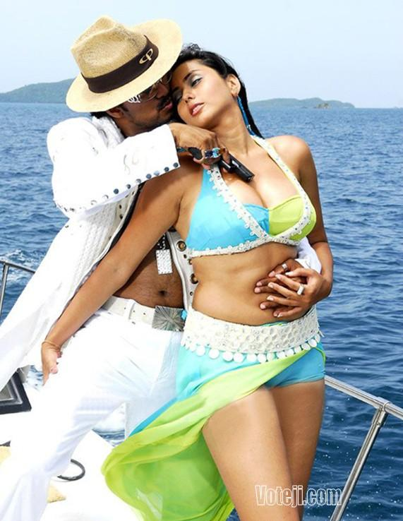 Namitha and vijay hot stills from alagiya tamil magan
