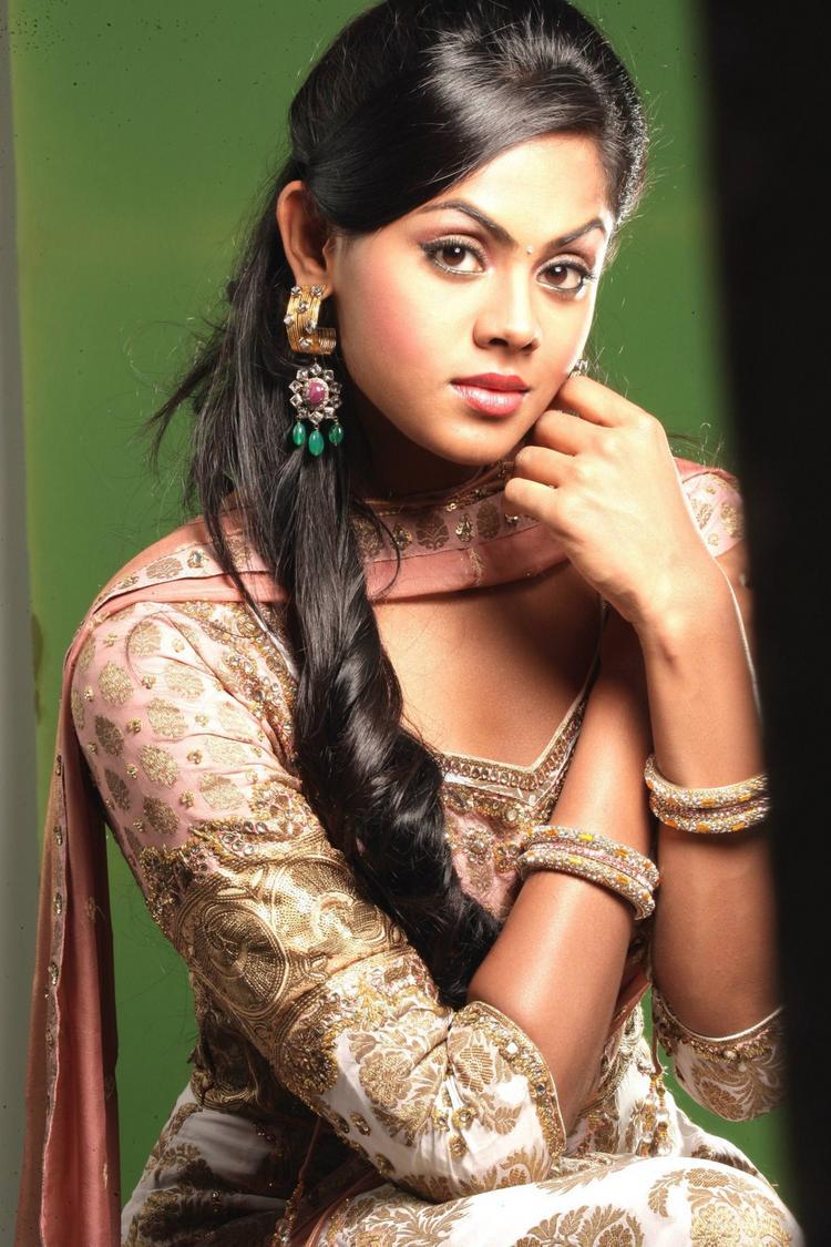 karthika Nair cute photoshoot stills