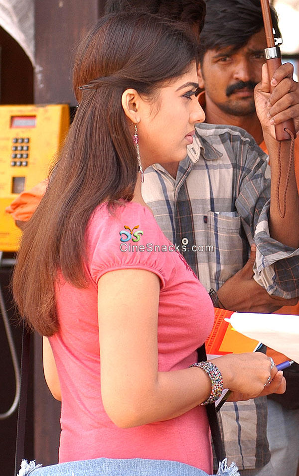 Nayanthara tight red color dress picture