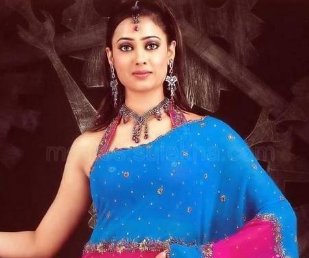 Shweta Tiwari in beautiful saree stills