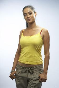 Shweta Tiwari looks sexy in tight yellow tops