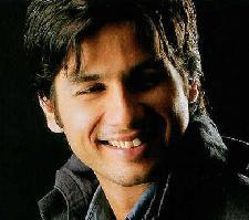 Shahid kapoor with open smile