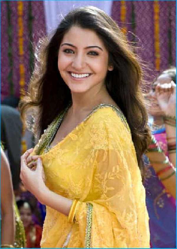 Anushka sharma with open smile