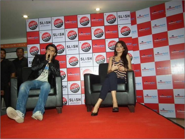 Ranveer Singh & Anushka Sharma in Reliance Digital