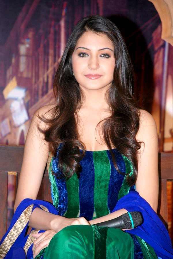 Anushka sharma in beautiful salwar suit hot still