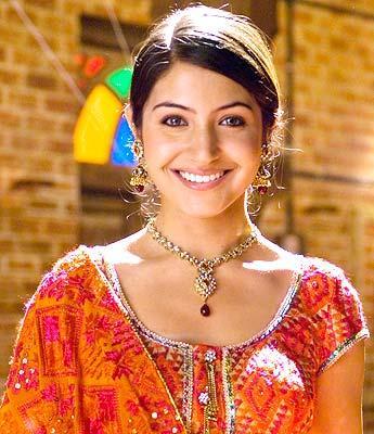 Sweet Anushka sharma smile face