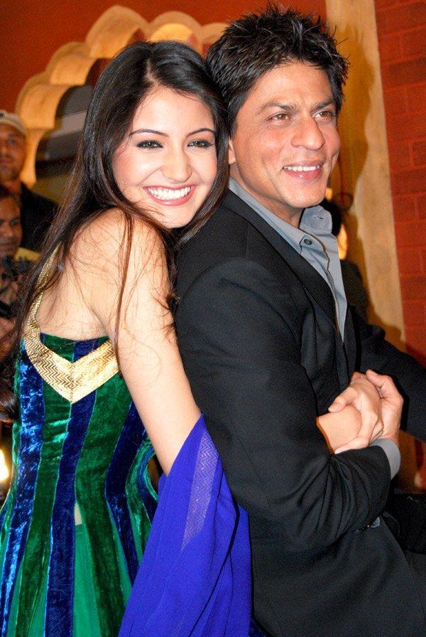 Anushka sharma and shahrukh khan cute stills