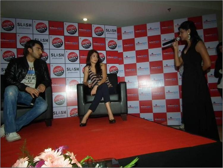 Ranveer Singh & Anushka Sharma Answering Questions