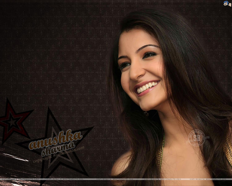 Anushka sharma with open smile wallpaper