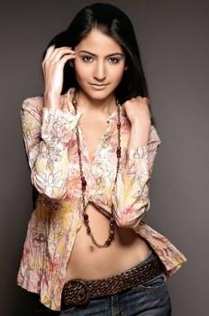 Anushka sharma hot navel show