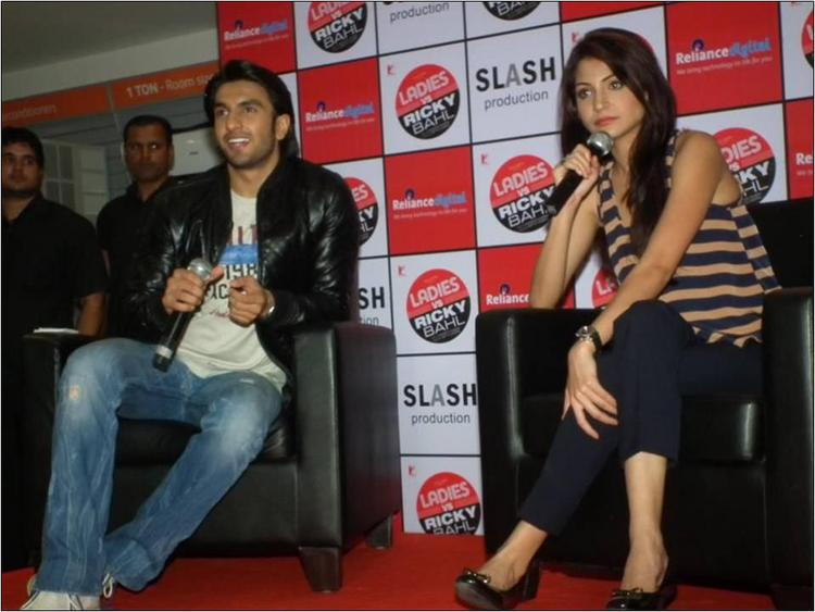 Anushka Sharma & Ranveer Singh Answering Questions 2