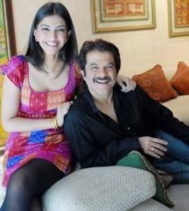 Anil Kapoor and Sonam smilling face look