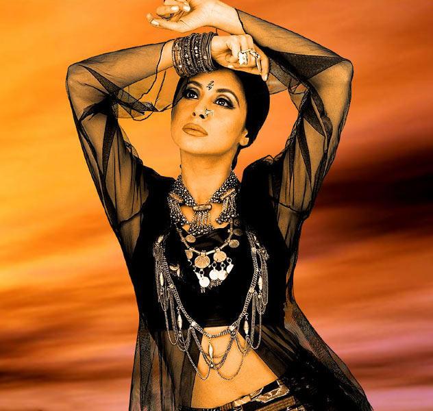 Urmila Matondkar sexy black color dress pics